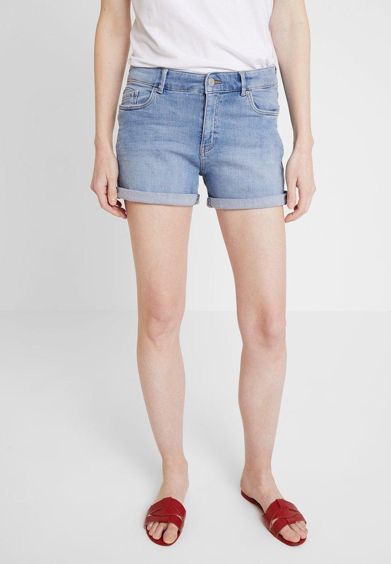 Esprit - Shorts di jeans - blue light wash