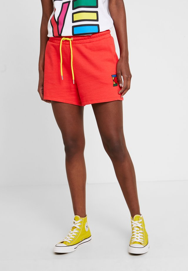 PRIDE C&K CAPSULE SHORTS - Shorts - red