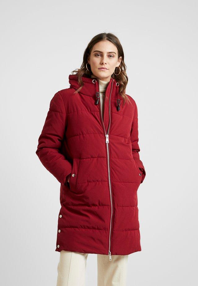 PADDED COAT - Płaszcz zimowy - dark red