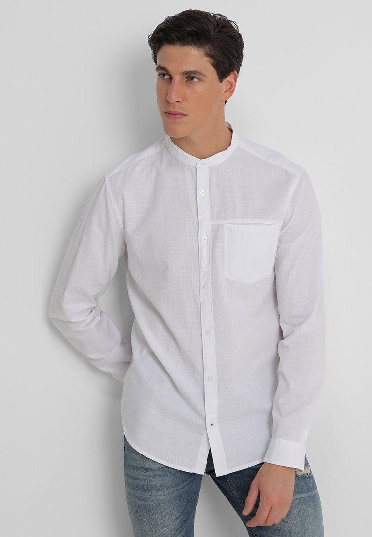 Esprit Collection - SLUB SLIM FIT - Camisa - white