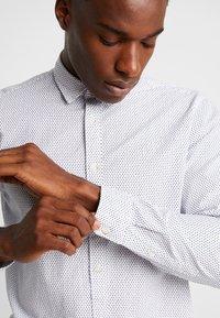 Esprit - SLIM FIT PREMIUM - Overhemd - white - 5