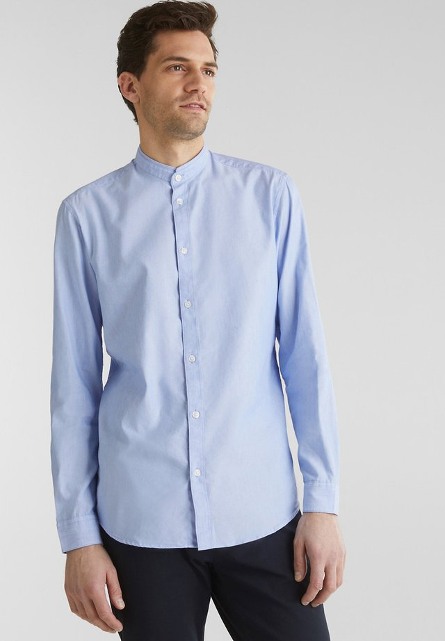 MIT STEHKRAGEN - Overhemd - light blue