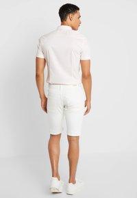 Esprit - MICRO - Jeans Shorts - white - 2
