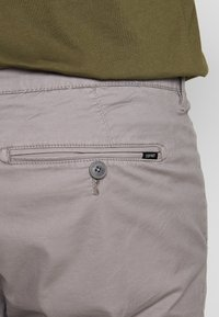 Esprit - BIG - Shorts - grey