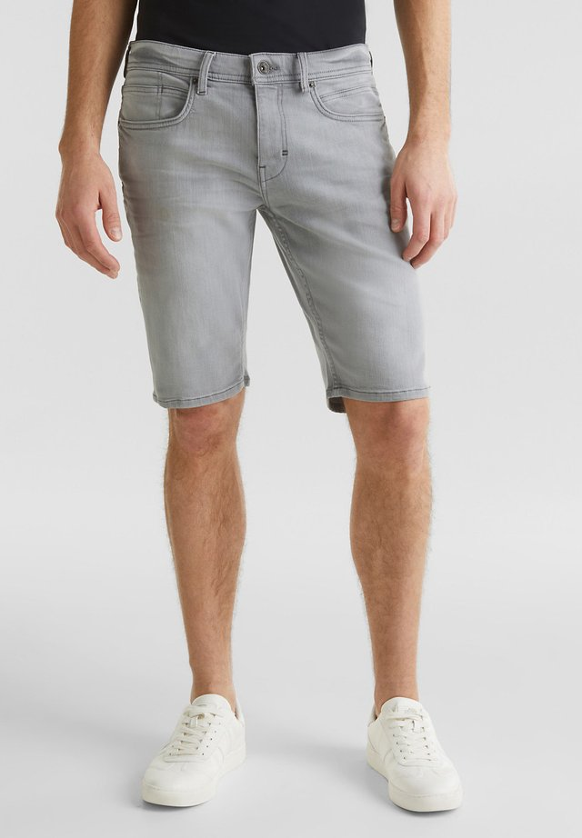 SUPERSTRETCH-JEANSSHORTS MIT USED-WASCHUNG - Jeansshorts - grey light washed