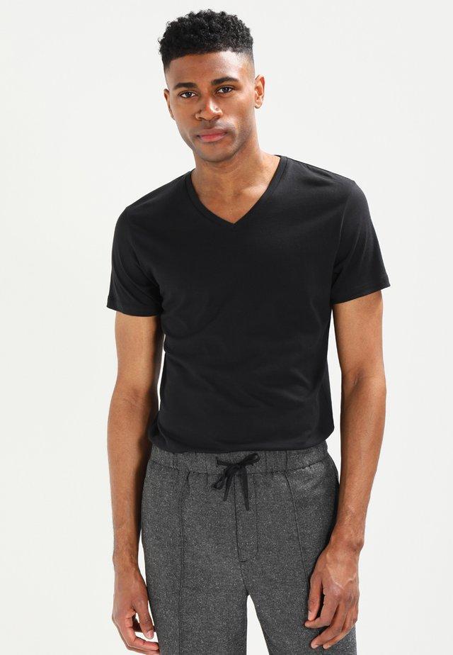 V-NECK - Basic T-shirt - black