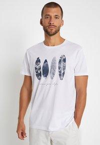 Esprit - FEATHER - T-shirt con stampa - white - 0
