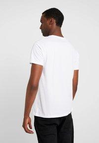 Esprit - ICON 2 PACK - T-shirts print - white - 2