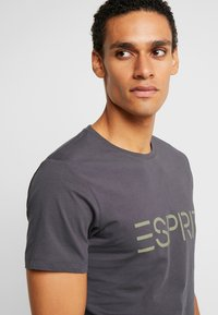 Esprit - NEW ICON - T-shirt med print - anthracite - 3
