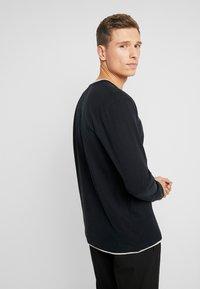 Esprit - 2IN1 PEACH - Bluzka z długim rękawem - black - 3
