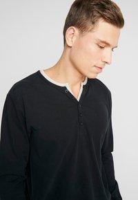 Esprit - 2IN1 PEACH - Bluzka z długim rękawem - black - 5