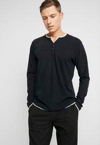 Esprit - 2IN1 PEACH - Bluzka z długim rękawem - black - 0