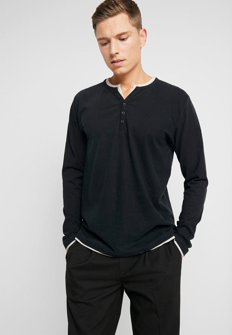 Esprit - 2IN1 PEACH - Bluzka z długim rękawem - black