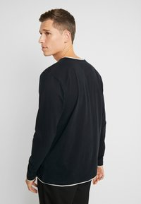 Esprit - 2IN1 PEACH - Bluzka z długim rękawem - black - 2