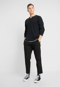 Esprit - 2IN1 PEACH - Bluzka z długim rękawem - black - 1