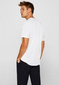 Esprit - MIT BRUSTTASCHE - T-shirt basic - white - 2
