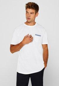 Esprit - MIT BRUSTTASCHE - T-shirt basic - white - 0