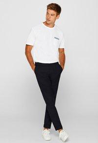 Esprit - MIT BRUSTTASCHE - T-shirt basic - white - 4
