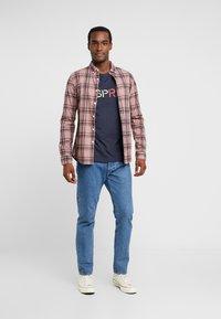 Esprit - LOGO TEE - T-shirt z nadrukiem - navy - 1