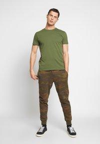 Esprit - Basic T-shirt - khaki green - 1