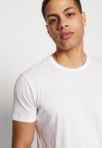 Esprit - 2 PACK - Basic T-shirt - white - 3