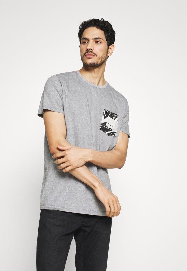 T-shirt med print - medium grey