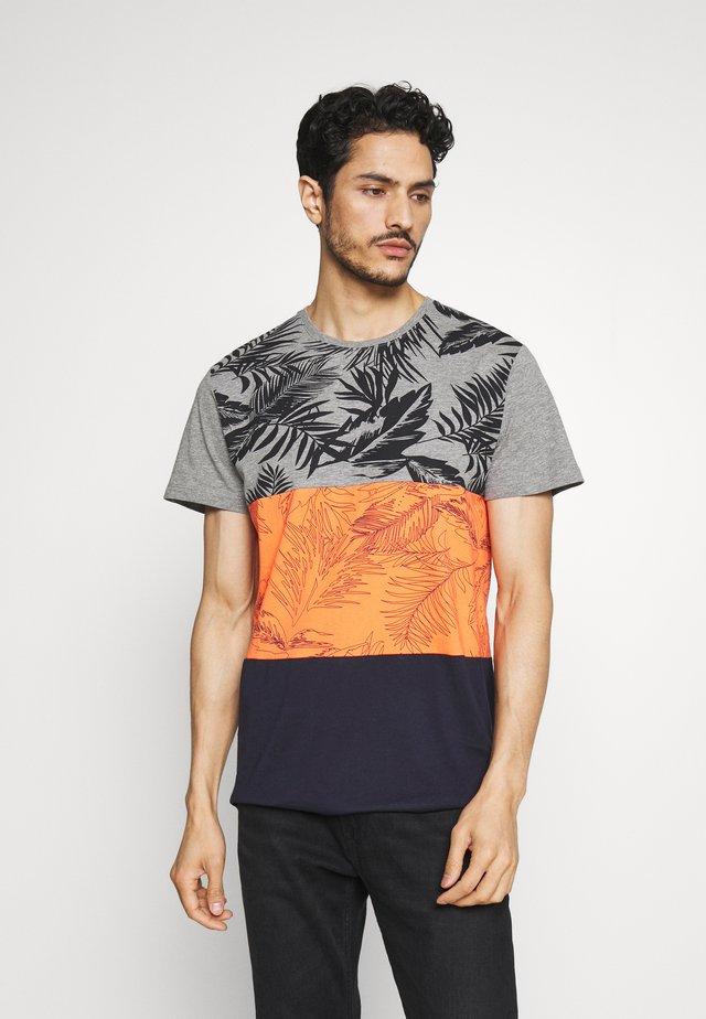 T-shirt med print - rust orange