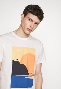 Esprit - Print T-shirt - off white - 4