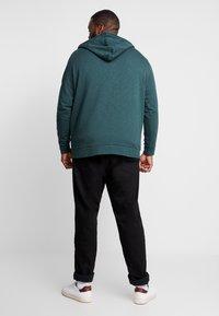 Esprit - BIG BEBA - Zip-up hoodie - dark green - 2
