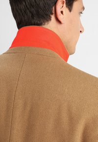 Esprit - STRUCTURE COAT - Manteau classique - camel - 4