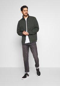 Esprit - BOND - Impermeabile - khaki green - 1
