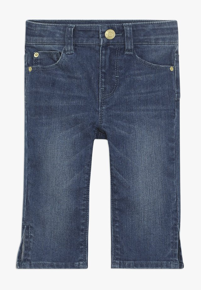 PANTS - Jeansshorts - medium wash denim