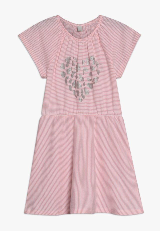 KNIT DRESS - Abito in maglia - neon coral