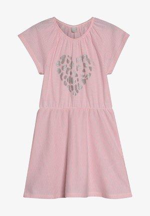 KNIT DRESS - Sukienka dzianinowa - neon coral