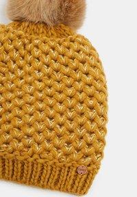 Esprit - MIT WOLLE UND ALPAKA: MÜTZE MIT WEBFELL-POMPON - Huer - yellow - 3