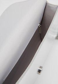 Esprit - TALY BAGUETTE - Pochette - silver - 4