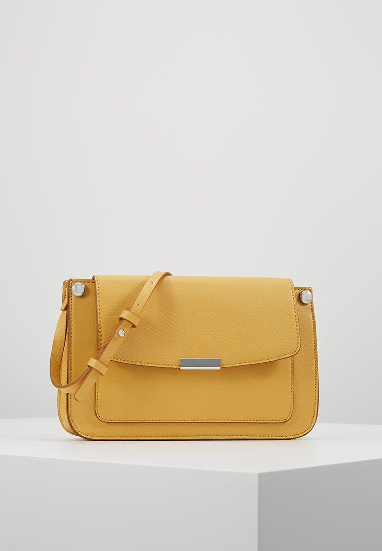 Esprit - DEBBIE - Umhängetasche - honey yellow