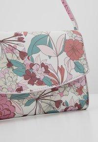 Esprit - TATE BAGUETTE - Handbag - blush - 6