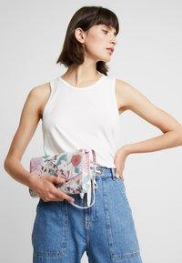 Esprit - TATE BAGUETTE - Handbag - blush - 1