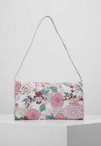 Esprit - TATE BAGUETTE - Handbag - blush - 2