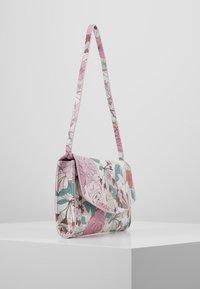 Esprit - TATE BAGUETTE - Handbag - blush - 3