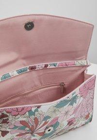 Esprit - TATE BAGUETTE - Handbag - blush - 4