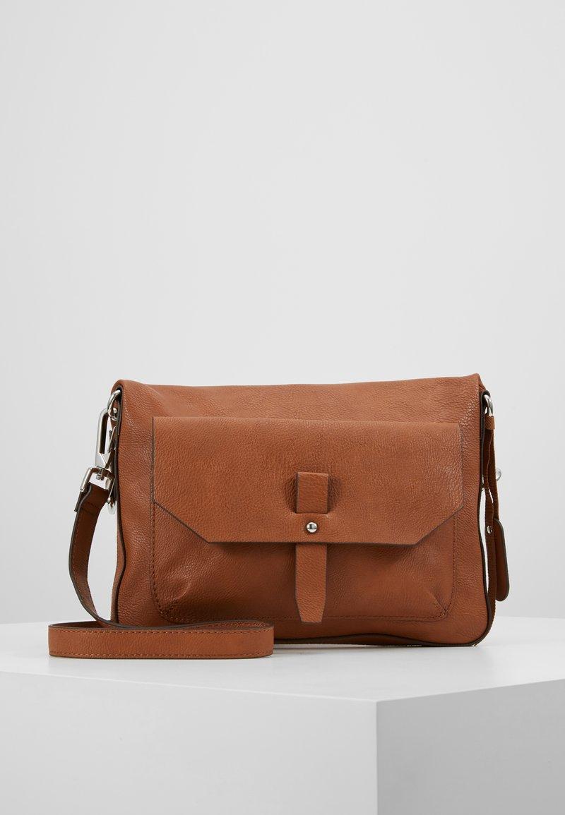 Esprit - ISA - Schoudertas - rust brown