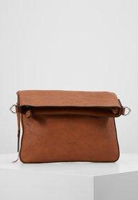 Esprit - ISA - Schoudertas - rust brown - 2