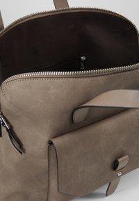 Esprit - ISA WORKING BAG - Notebooktasche - taupe - 4