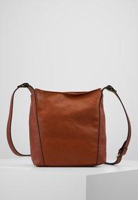 Esprit - CARLY - Umhängetasche - rust brown - 2