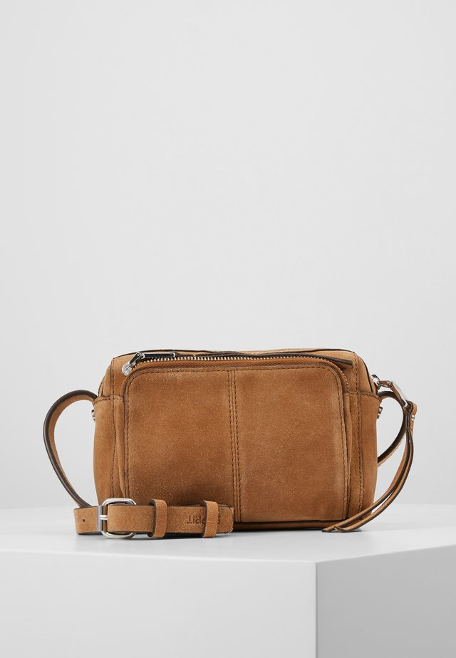 SMALL SHOULDER BAG - Across body bag - rust brown
