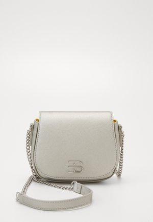 DANIELLESB - Across body bag - silver