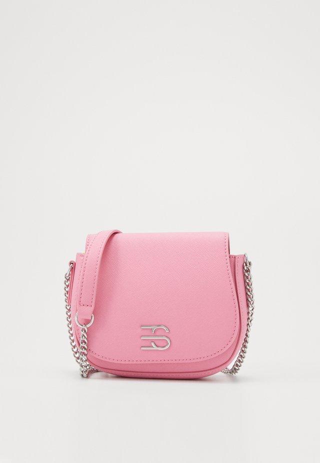 DANIELLESB - Axelremsväska - pink