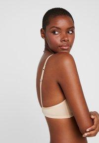 Esprit - BROOME - Triangel-BH - dusty nude - 3
